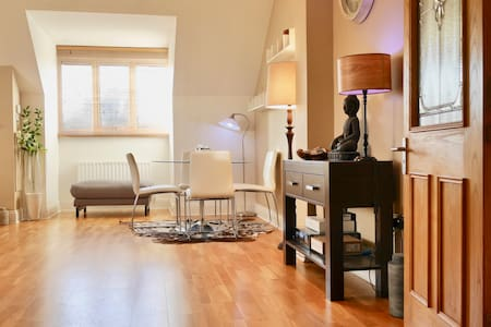 Luxury 2-Bedroom Penthouse near Airport & Seaside - Dublin - Apartment
