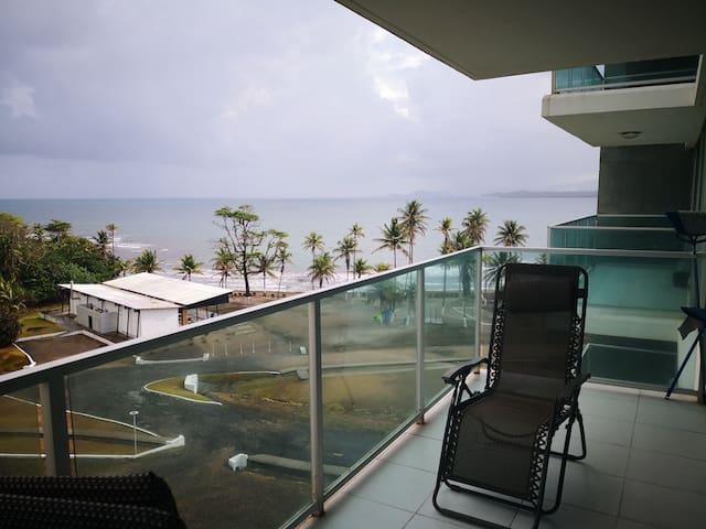 Amplio apartamento en una bella playa privada.