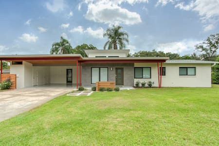 Immaculate Midcentury Mod Luxury Entire House