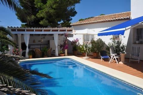 Villa met zeezicht, 4rooms-4Baths, zwembad, barbacue...