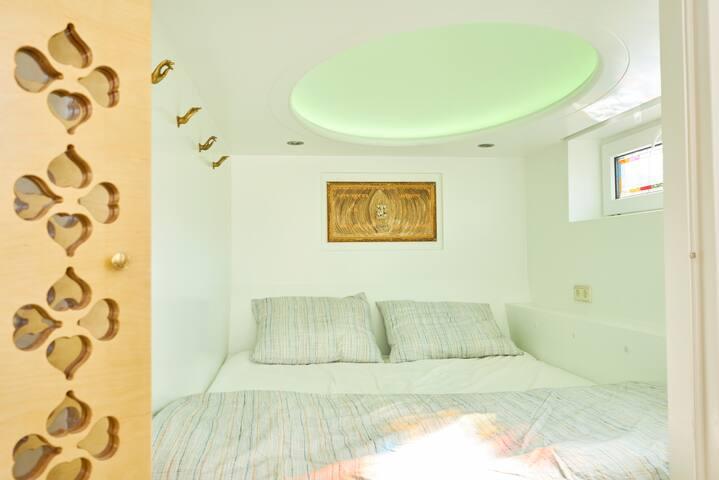 Bed-cupboard 1