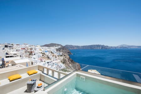 The 'Top Caldera view' villa in Oia