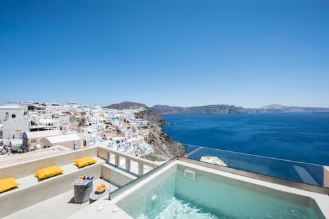 Top Caldera view villa with Hot Tub in Oia