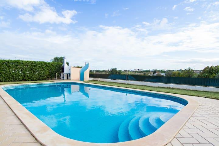 Funk Gold Villa, Olhos de Água - Ferreiras - Huis