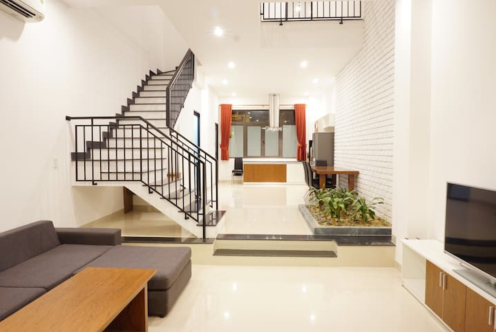 Newly-Built Modern Villa, 2BR, 7min walk to beach - Da Nang