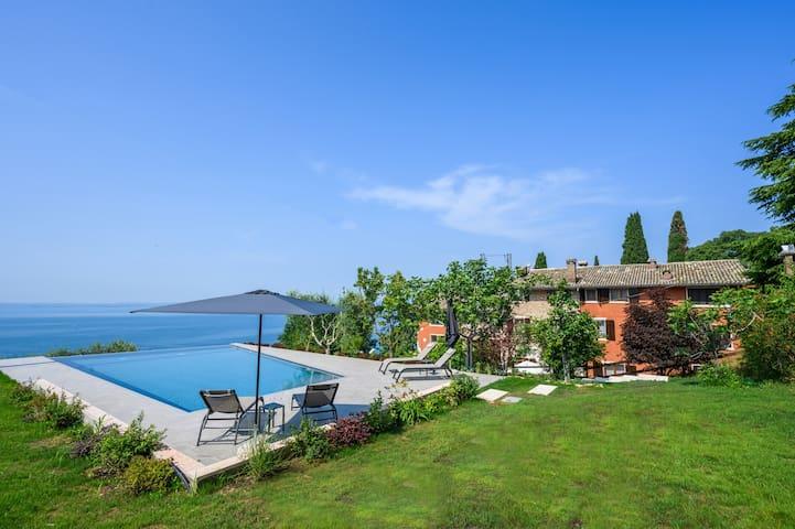 Dama del Lago:relax,vista lago,piscina (Il Limone)