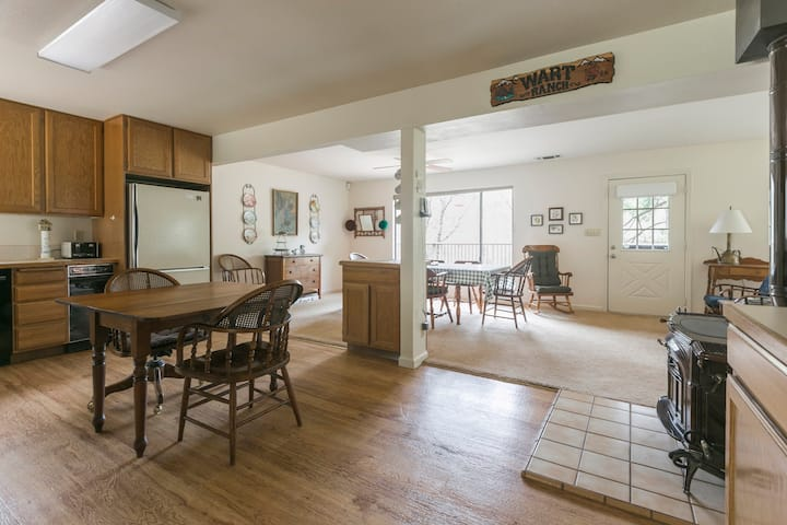 11 Acre  Retreat Perfect for Families
