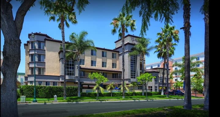 1 BD 2Qn Hotel Suite near Disney Parks