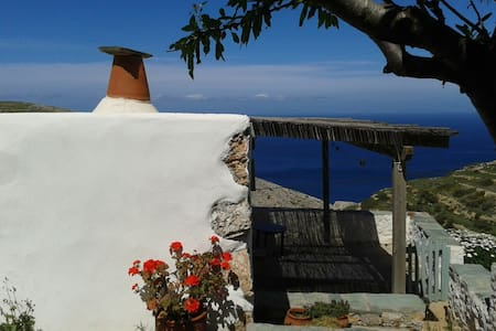 'The small jewel' - Lukas' house. - Folegandros