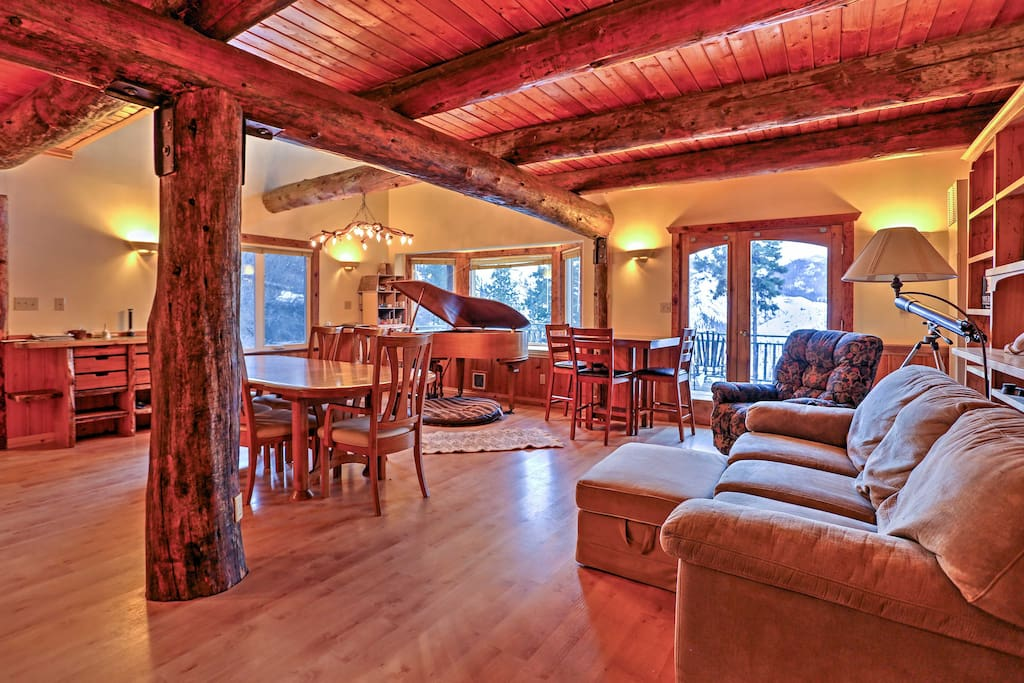 This handcrafted cabin features logs from local trees, bringing natural elements into the cabin.