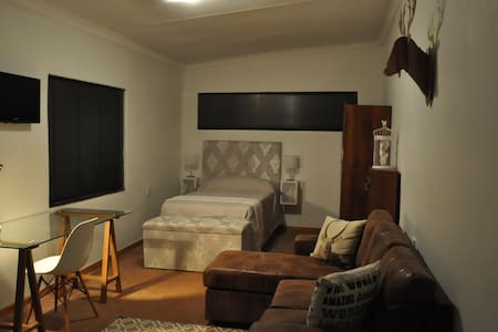 Modern Garden Cottage with Wi-Fi - Pretoria