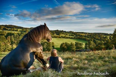 Ferienwohnung auf dem Pferdehof - Natur pur! - Schotten - Andelsboende
