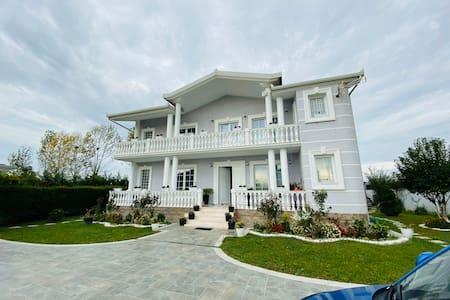 Villa Xhafa