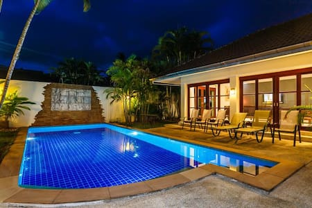 Balinese style 3 bedroom private pool villa in Kathu golf - กะทู้