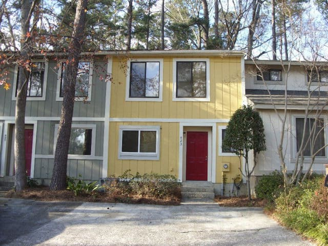 Master's Rental <5 Mi from Course- 2 Bed 2.5 Bath