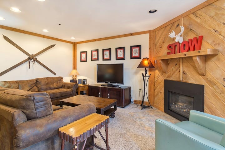 SUMMIT 102A - 3 BR Condo Steps From Village & Slopes