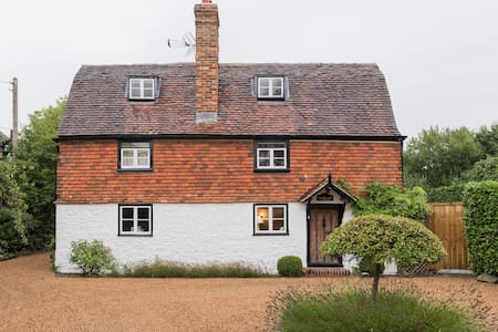 Comfortable & cosy 17th century Listed Cottage