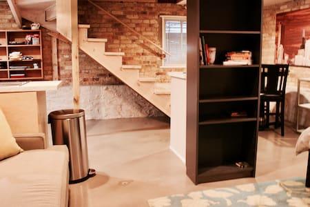 Private, Comfy Edgewater Glen Studio - Chicago