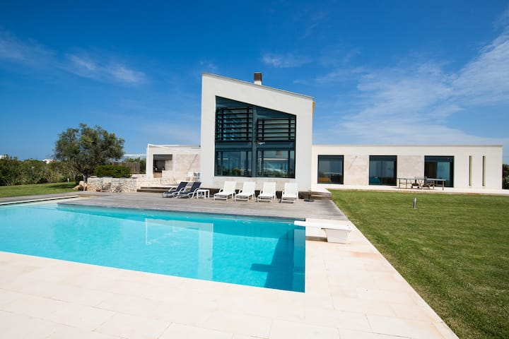 Modern holiday home with sea view for families- Casa Forma Nou