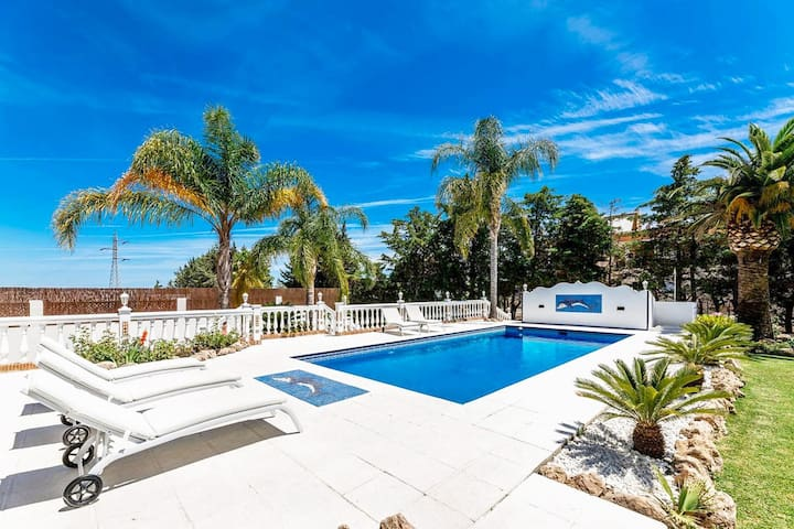Amazing Andalusian Style Villa near Puerto Banús