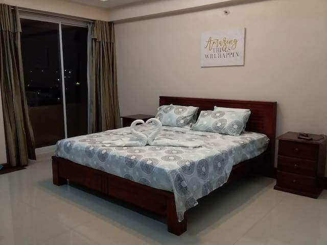 DISCOUNT ROOM/KING SIZE BED/FAST FIBER OPTIC WIFI