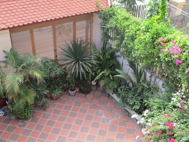 Homestay Cambodia - triple room with AC - Phnom Penh