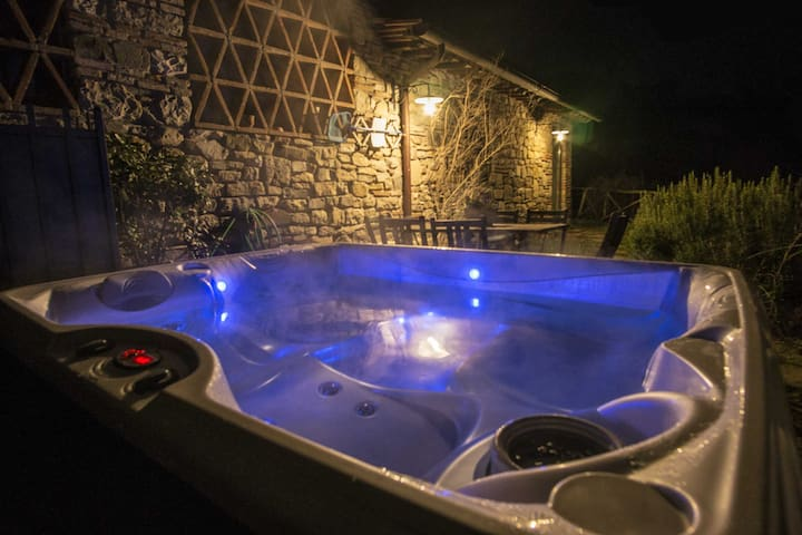 Villa with Jacuzzi and parking near Florence