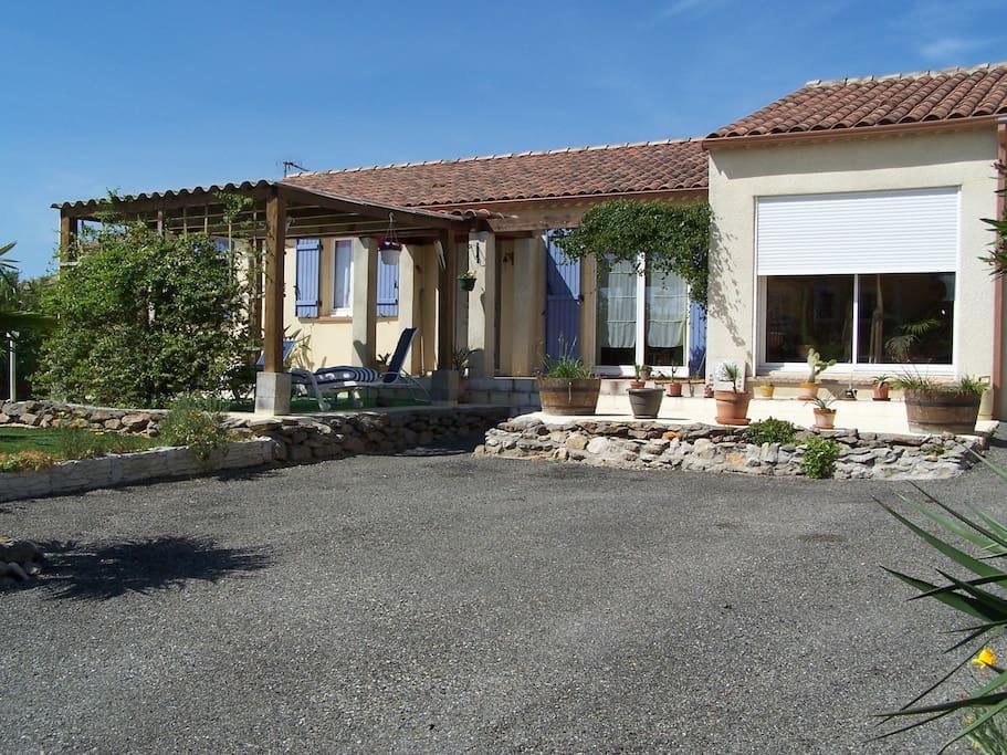 Chambre dans villa avec piscine houses for rent in for Piscine trebes