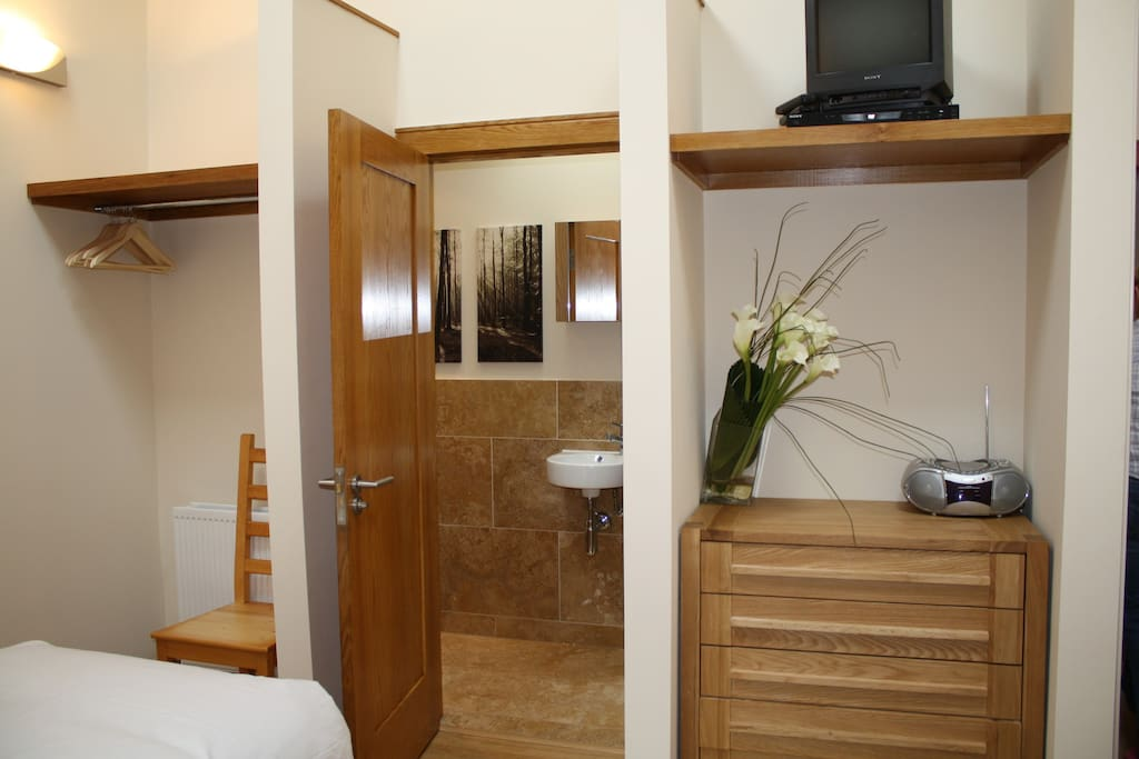 Bedrooms have en-suite shower and WC