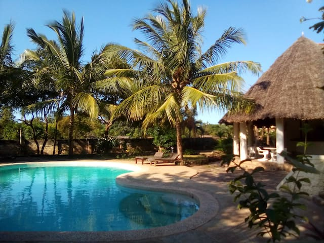 Apple Mango Apartments - Diani, Kenya - Sue's