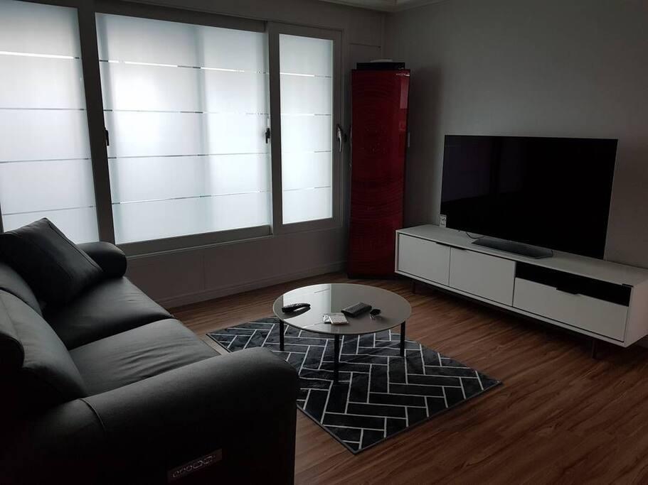 55인치 OLED 티비로 TV 시청