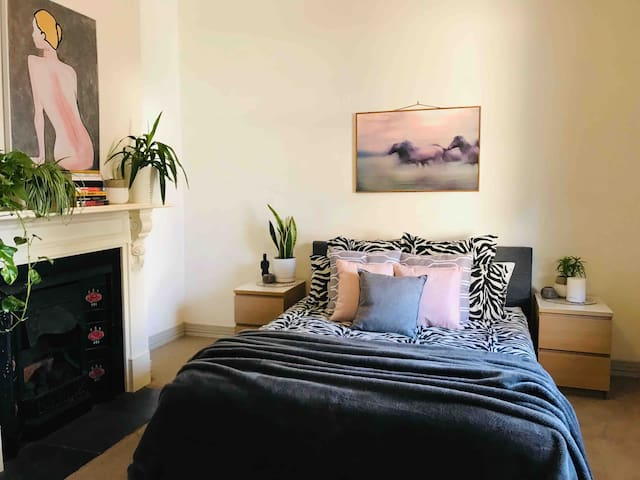 Perfectly located, quiet home in Prahran