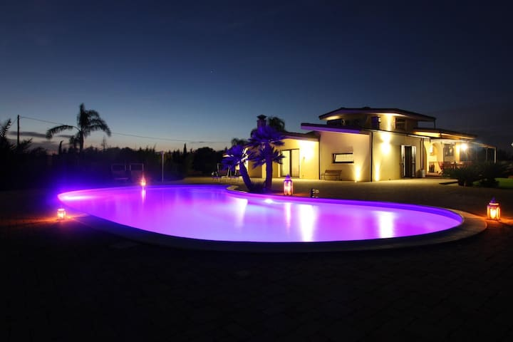 Large villa with pool - Melissano