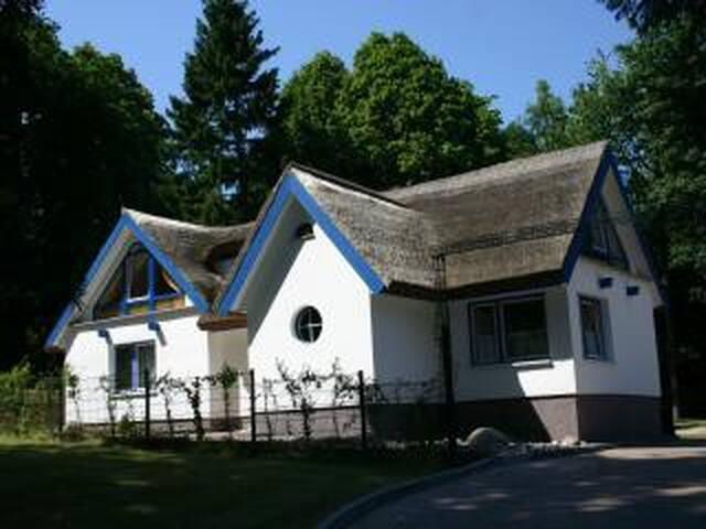 Kleines Appartement im Haus am Park - Ralswiek - Apartment