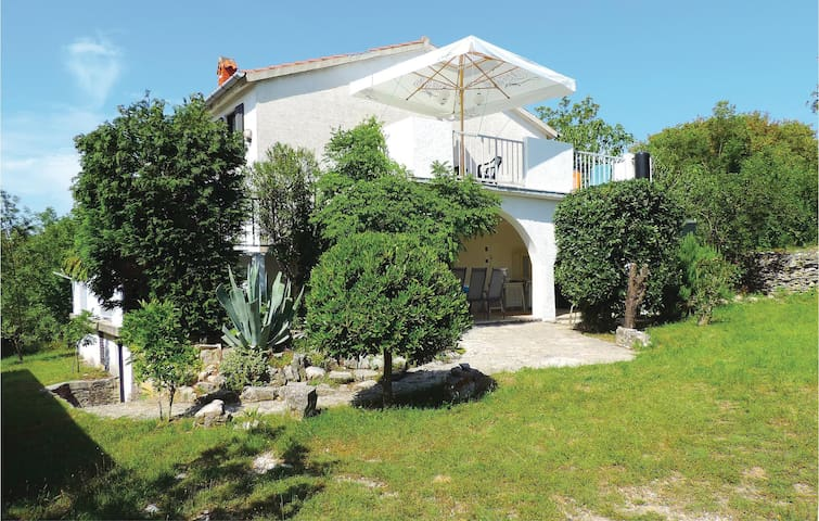 Holiday cottage with 4 bedrooms on 147 m² in Trgetari