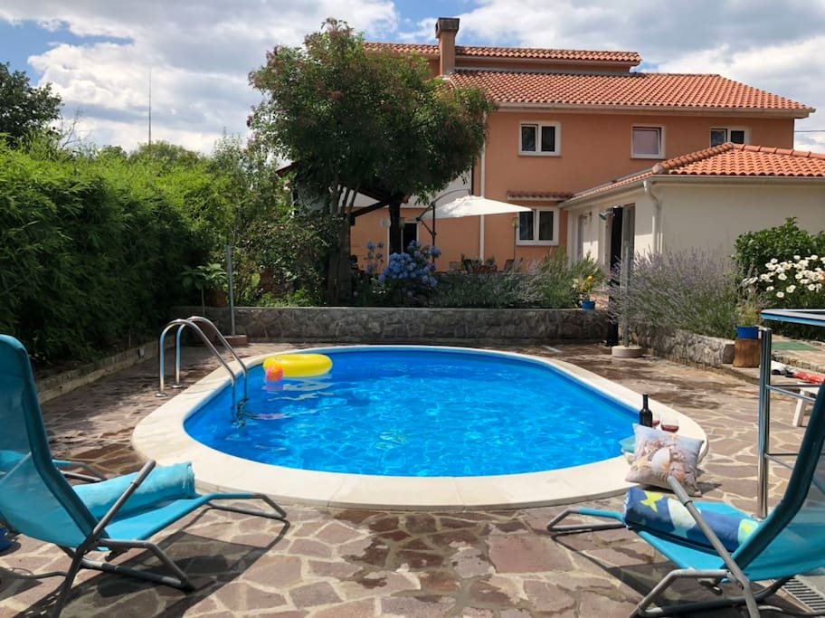 Relax zone with pool and garden