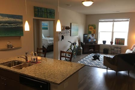 Southend/Uptown Apartment - Appartement