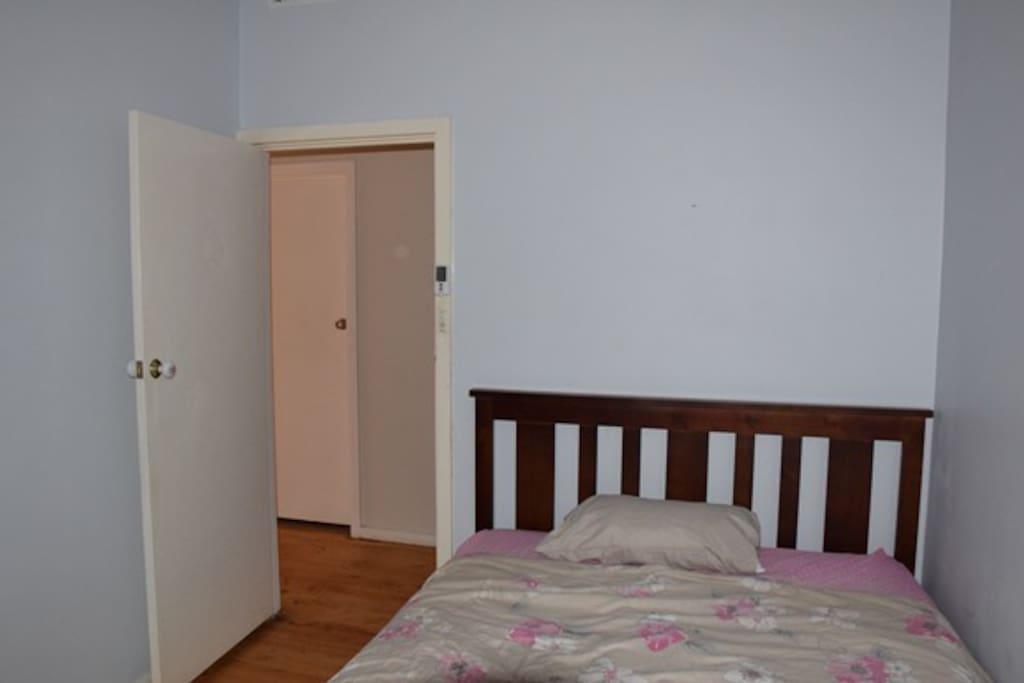 Bed Room- Queen Bed