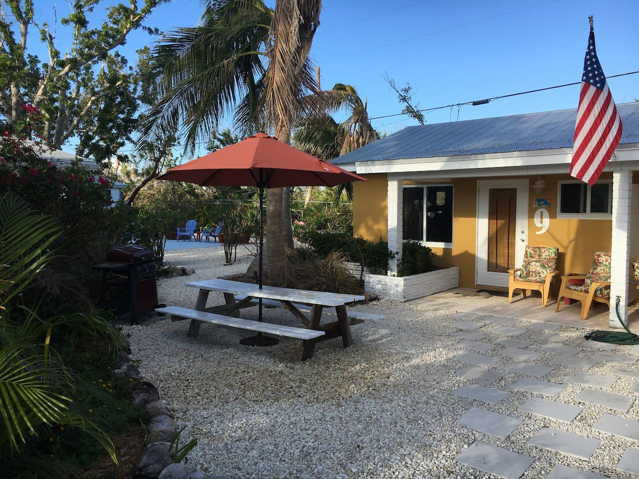 Fully Furnished efficiency located about 50 yards from Ocean