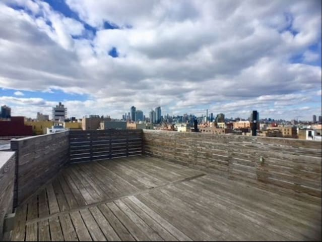 2 BEDS - ROOF DECK+ LAUNDRY- CLOSE TO METRO!