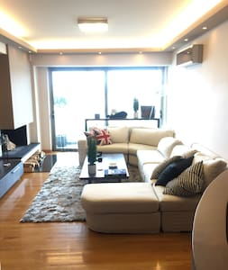 (GLYFADA) COZY FLAT WITH FANTASTIC VIEW/200m Metro - Elliniko - Apartemen