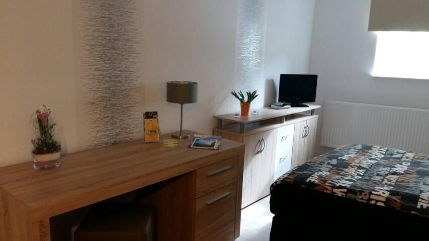 Ferienwohnung,Monteursunterkunft, neu saniert - Wolfhagen - Apartment