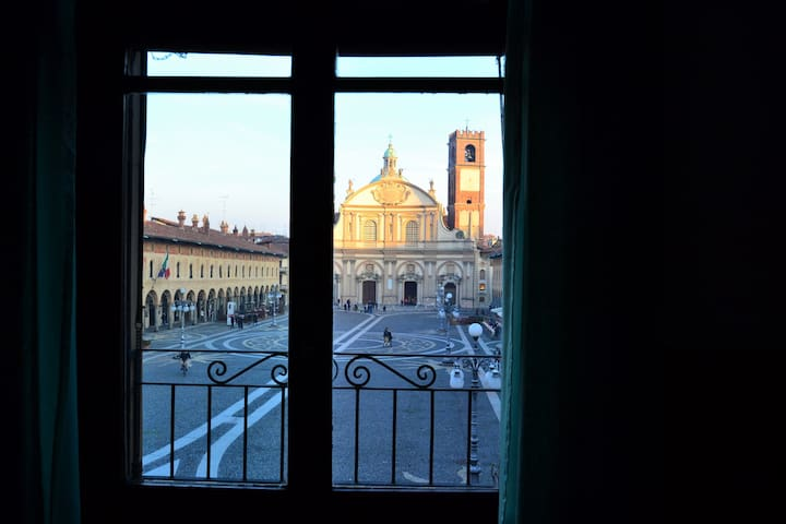Window on the Square - Vigevano - Lejlighed