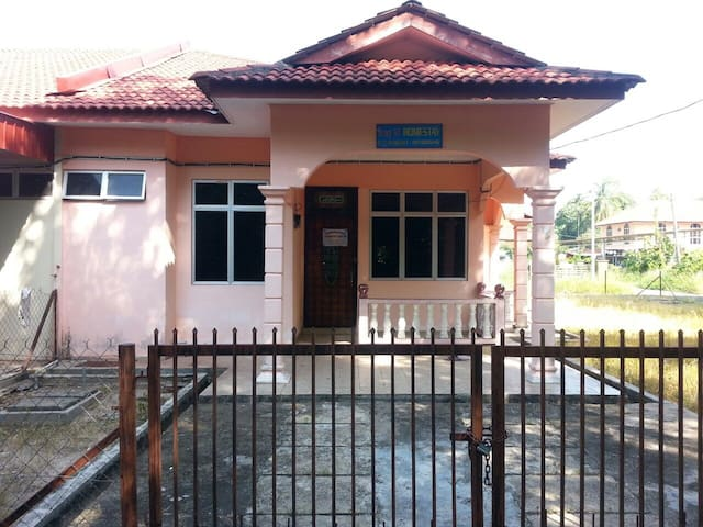 Homestay Amy28 Pasir Puteh,Kelantan - Pasir Puteh - House