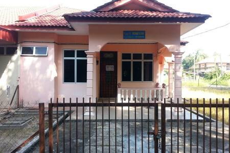 Homestay Amy28 Pasir Puteh,Kelantan - Pasir Puteh - 独立屋