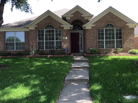 A Cozy room in valley ranch near DFW Airport
