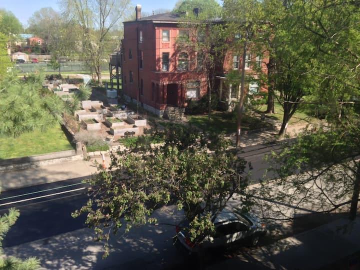 Old Louisville  Artsy Retreat