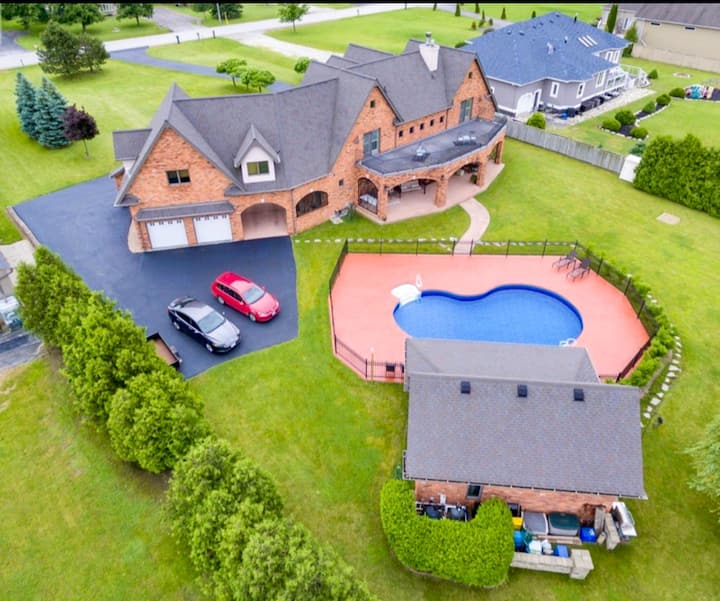 Luxury 6000+sqft golf Course Estate