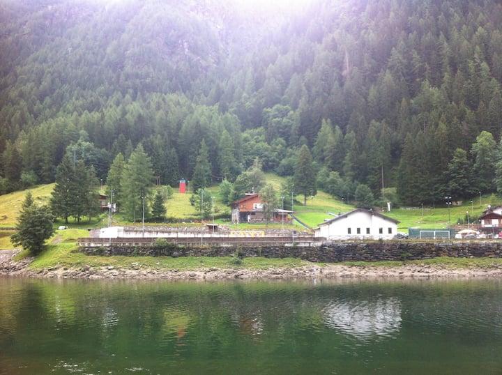 La piazzetta sul Lago