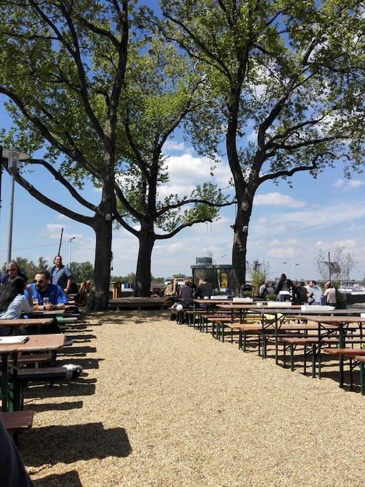 Nice and cozy Biergarten at the Rhine (20 minutes by foot)